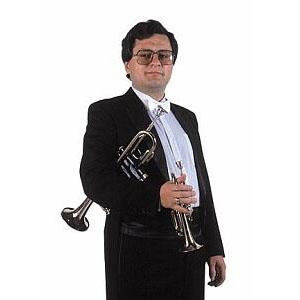 Der erste Trompeter der Tschechischen Philharmonie, Zdeněk Šedivý, spielt mit Veselka Blasmusik. Aber auch zu Studioaufnahmen und zu Konzerten wurde er vom legendären Ernst Mosch eingeladen. Zdeněk spielt auch gern Swing mit Ferdinand Havlík.