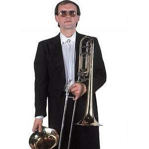 Jiří Sailer hraje v orchestru Opery Národního divadla na trombon a v dechovce na baskřídlovku. Svůj nástroj dostal darem od Ladislava Kubeše staršího, který na něj léta hrál. Jirka je to náležitě pyšný. Trombon použil při nahrávce skladby Vzpomínka na cirkus Renz s Veselkou. Když se natáčela skladba Pro radost, ve které je sólo pro čtyři trombony, nahrál si je playbackem všechny sám.