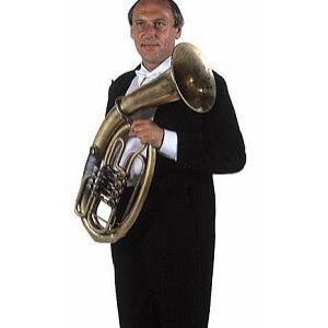 Karel Melíšek učí akordeon na Konzervatoři pro zrakově postižené, s Veselkou hraje na baryton. S Jirkou Sailerem nahráli řadu sólových skladeb pro tyto nástroje.