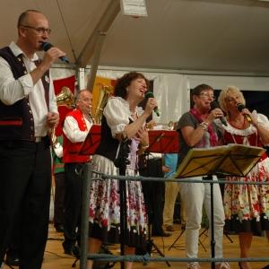 naše dlouholetá kamarádka z Appenzellu si s chutí s našimi zpěváky  zazpívala Borkovickou polku, samozřejmě česky