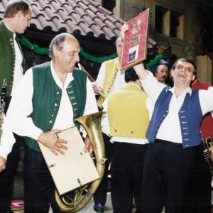über die Goldene Platte, den Baritonist Karel Melíšek hat es nicht aus der Ruhe gebracht, und Trompeter Josef Kolafa zeigte totales Desinteresse.